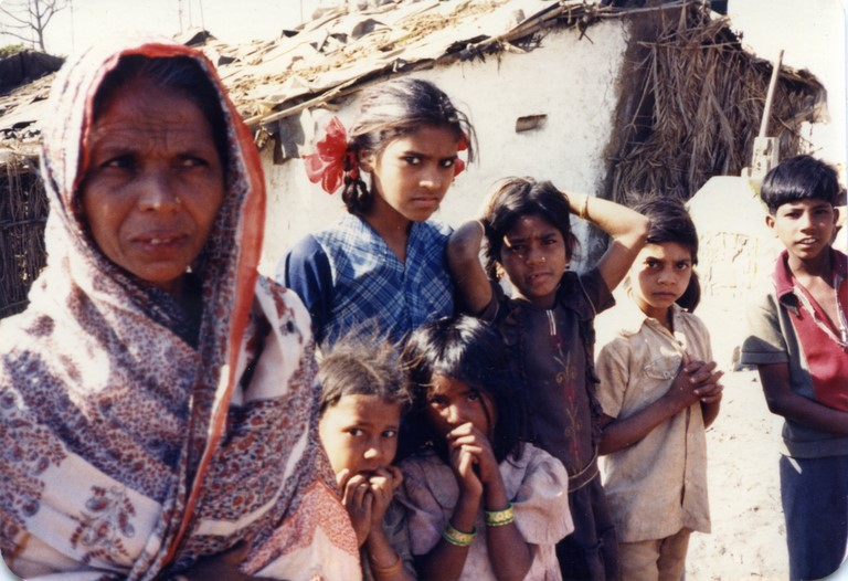 Bhopal 1985 slums across Union Carbide plant