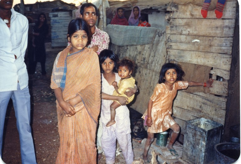 Bhopal 1985 slums across from Union Carbide